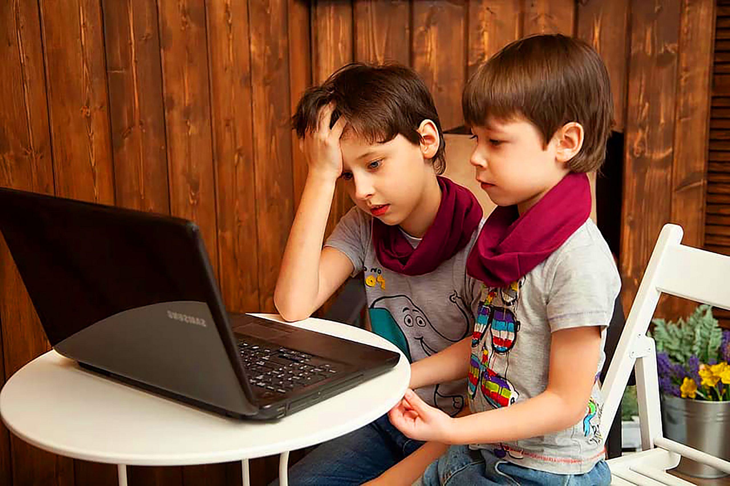boys on computer3